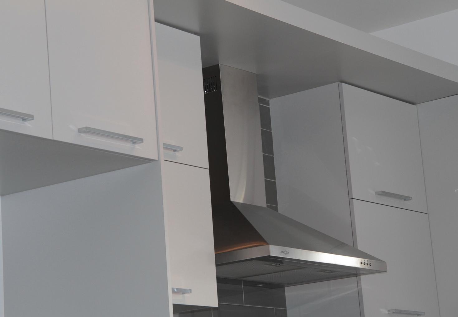 Armoires de cuisine m lamine - Armoires polyester vs thermoplastique ...
