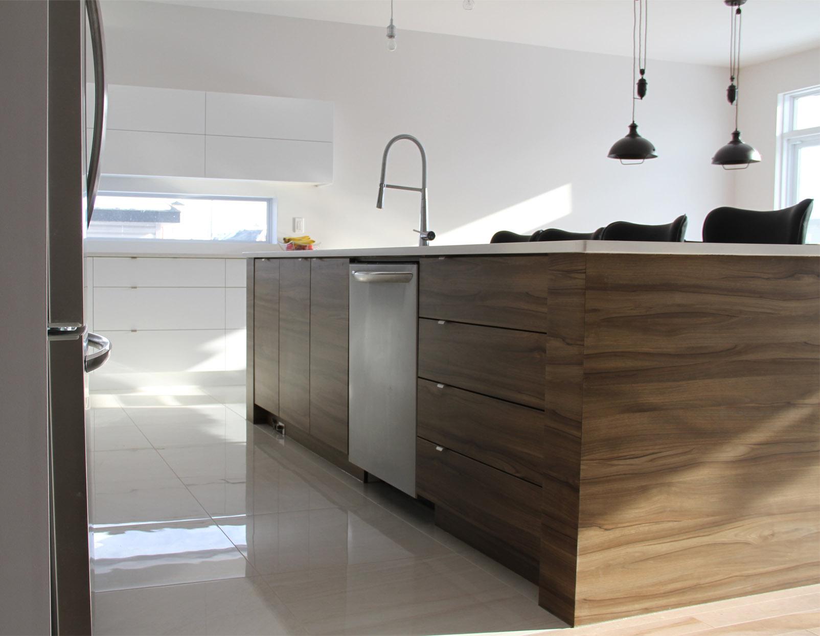 armoires de cuisine petits modernes. Black Bedroom Furniture Sets. Home Design Ideas