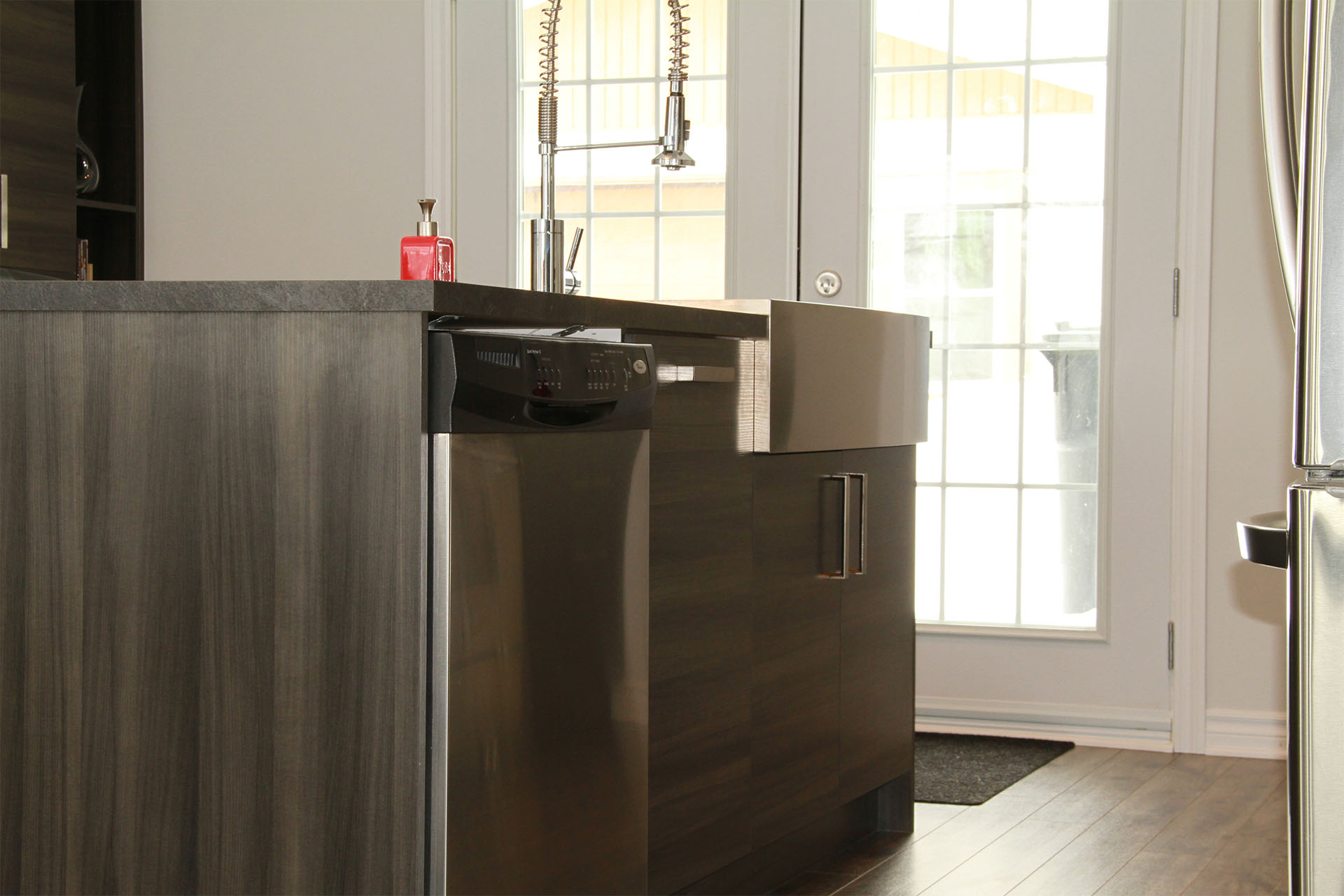 Armoires de cuisine de m lamine grise for Armoire de cuisine thermoplastique prix