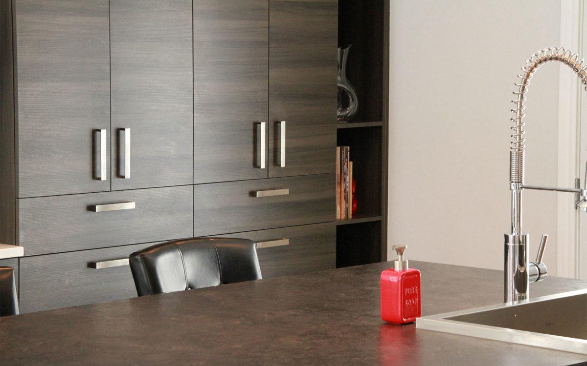 Armoires de cuisine de m lamine grise for Armoire de cuisine st gilles